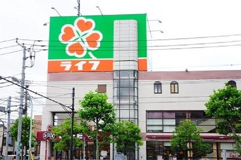 営業時間:10時~22時住吉駅のすぐ近くにある大手スーパーマーケットチェーン店。ここのライフもかなり大型です