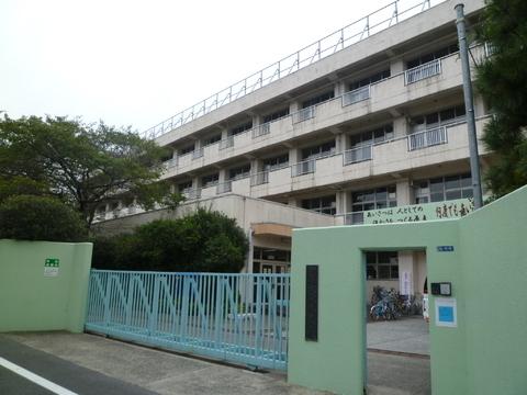 大森東中学校 750m