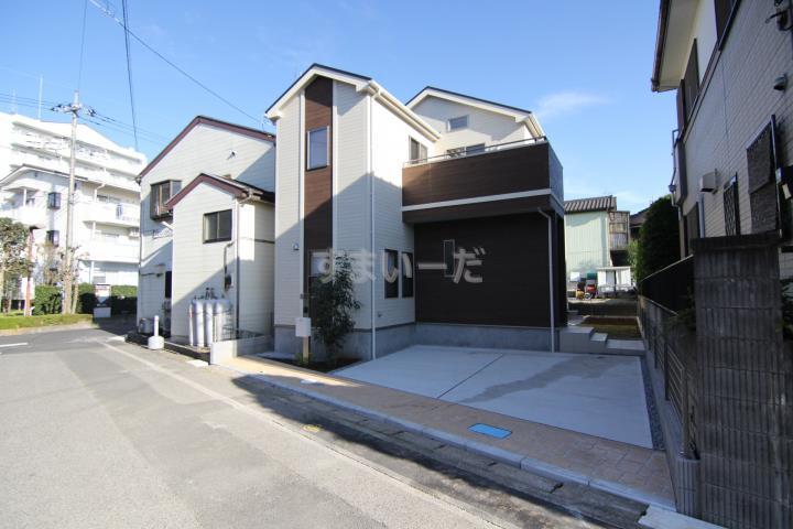販売現地(7/24撮影) 整然とした街並みの住宅地にこだわりの1邸誕生!