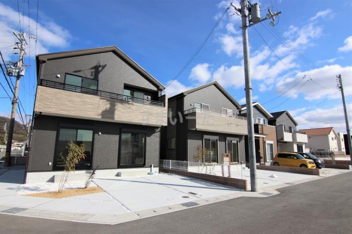 ブルーミングガーデン 姫路市花田町小川3棟現場-長期優良住宅-の外観①