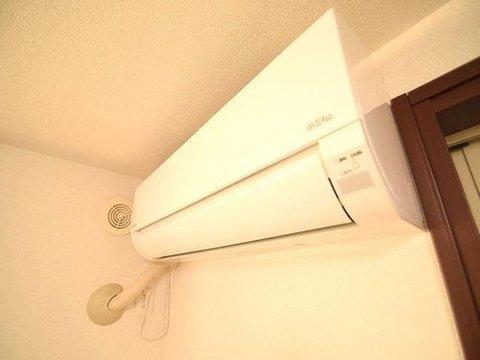 新しい生活において費用がかさむのが空調設備。意外とばかにならない金額になりますよね。こちらの住まいには5台のエアコンがございますので、初期費用を浮かすことができますよ。