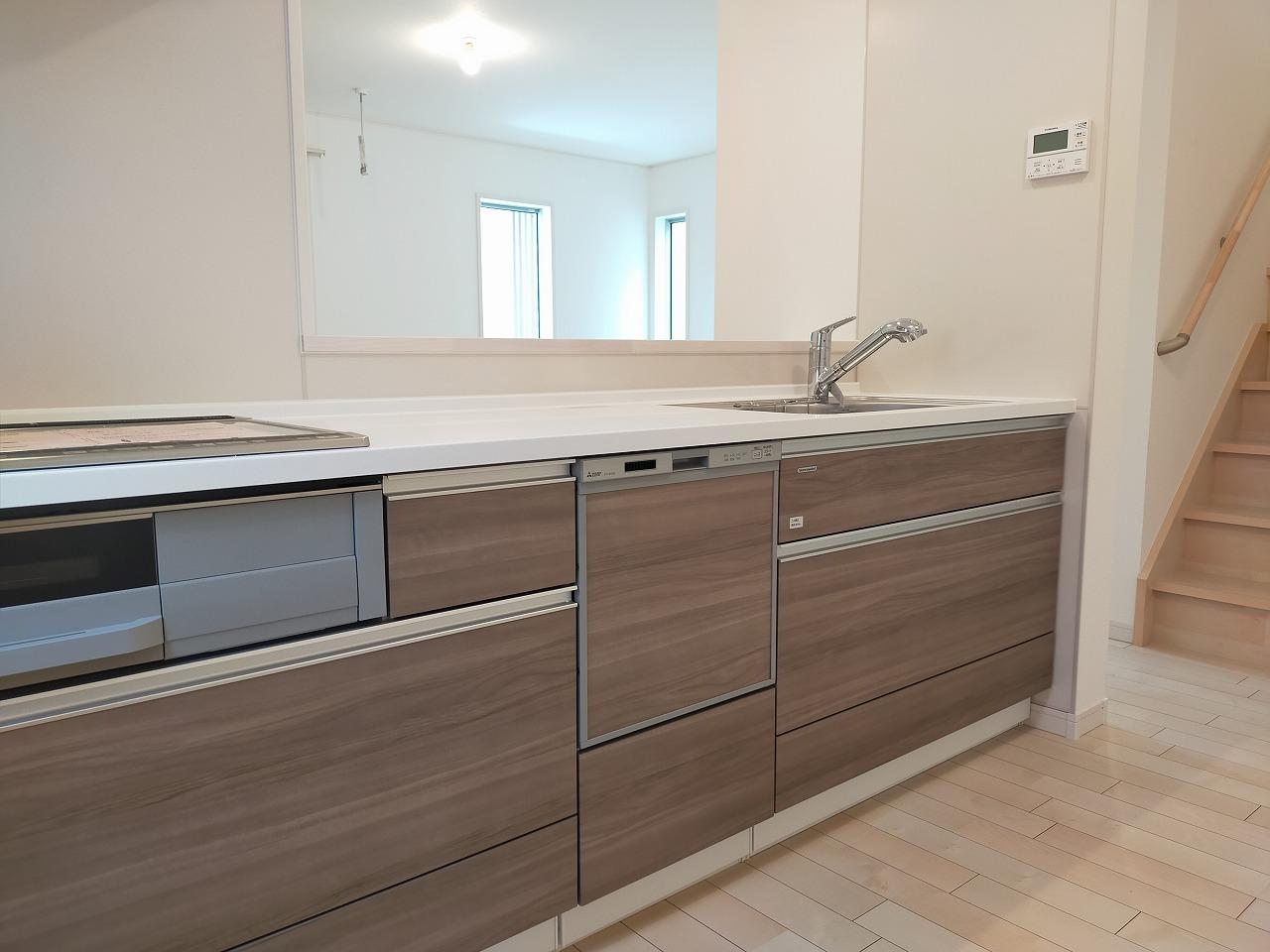 食器洗浄機・と浄水栓付きシステムキッチン