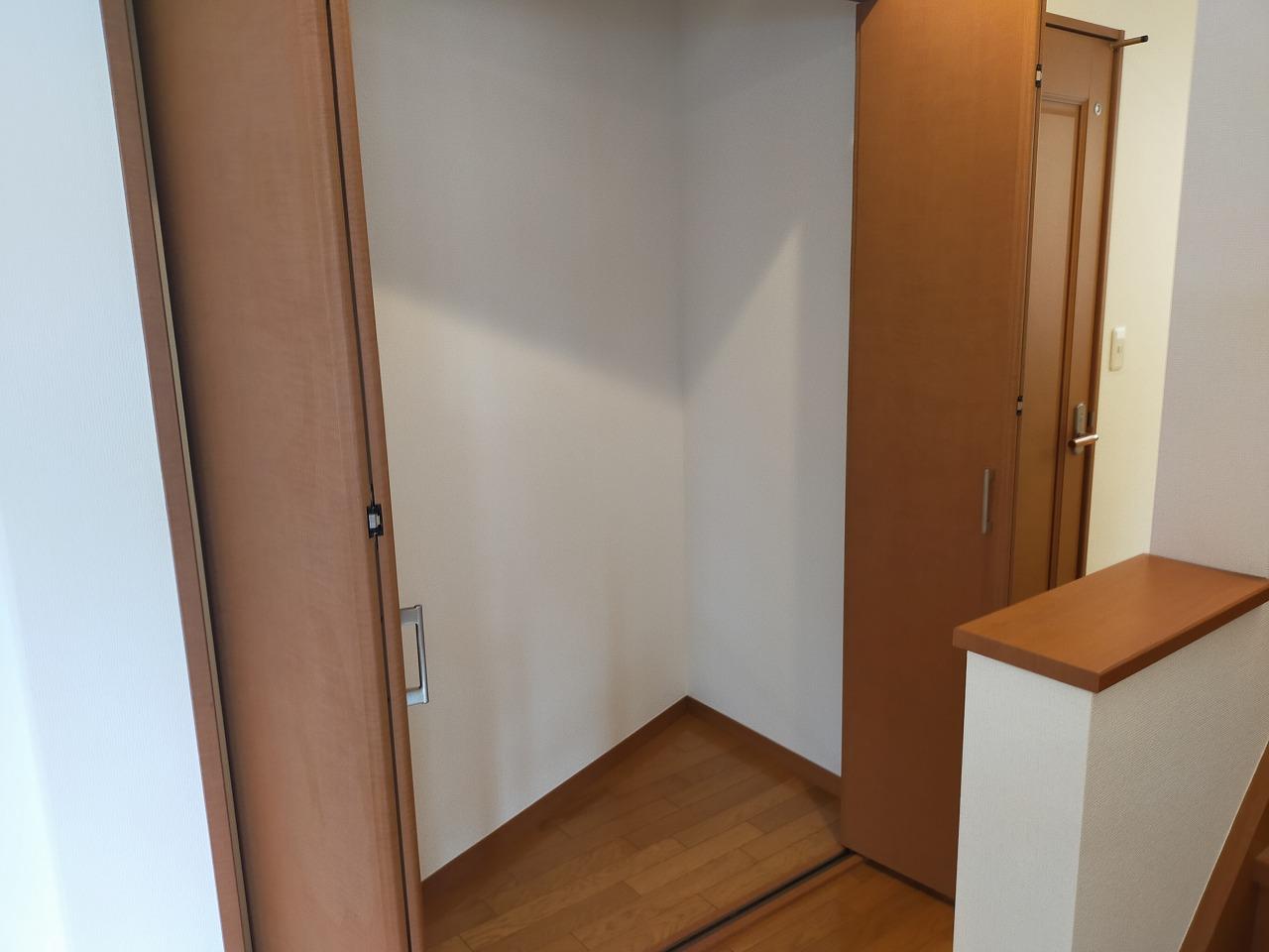 階段横の収納スペース