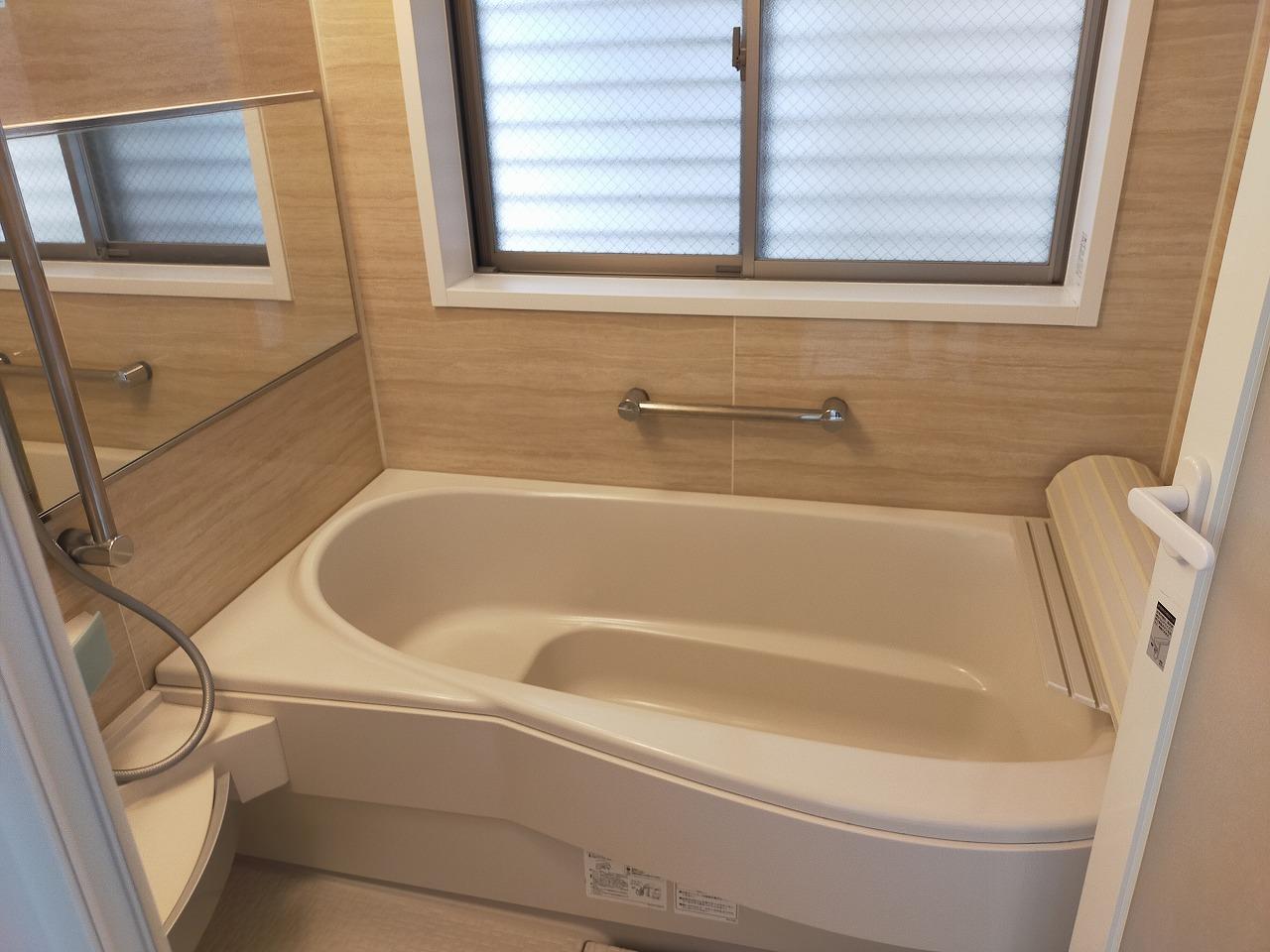 浴室(窓があり換気力抜群です)