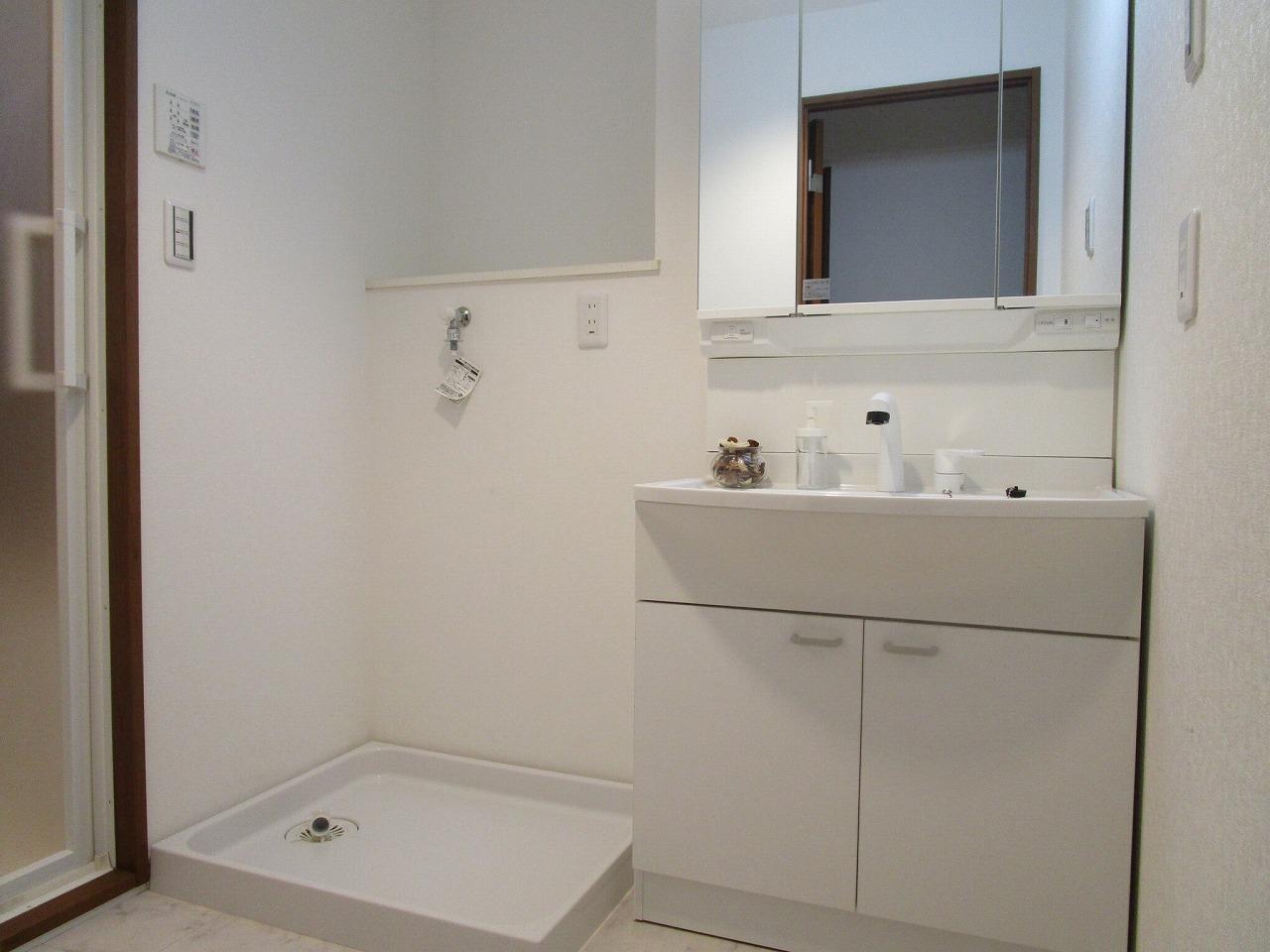 洗面室には洗濯機置き場あり