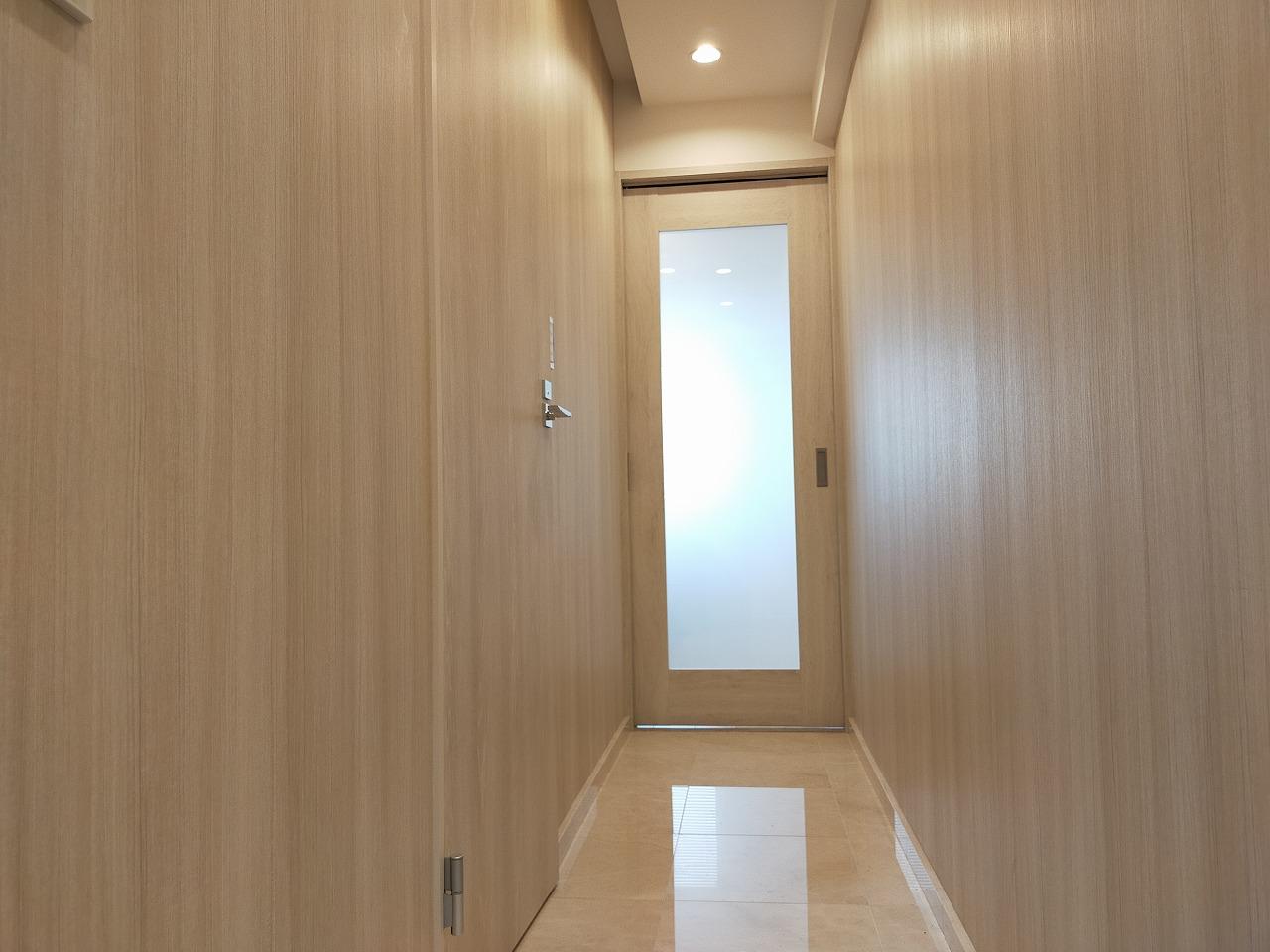玄関~李リビングへと続く廊下