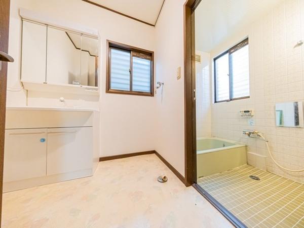 【洗面台・洗面所】ゆとりの洗面スペース。