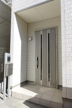 【玄関】スッキリとした玄関スペース。