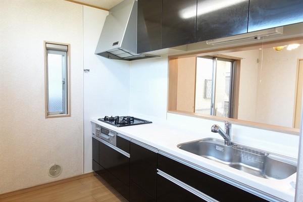 【キッチン】広々システムキッチンで料理が捗ります!
