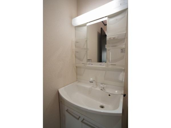 【洗面台・洗面所】ゆとりスペースの洗面台です