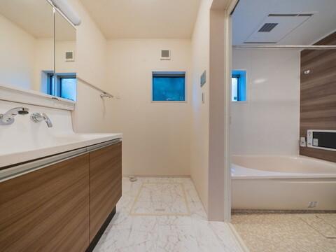 【洗面台・洗面所】便利で快適なハンドシャワー付洗面台