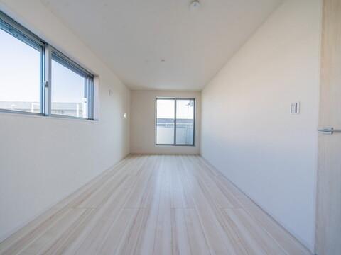 【洋室】自然光差し込む明るい洋室