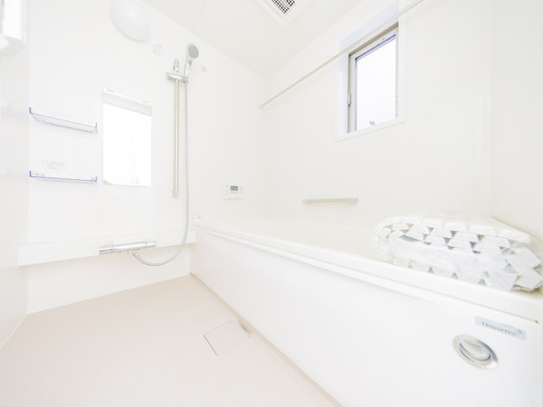 【バス】浴室乾燥機付で雨の日の洗濯物も安心です