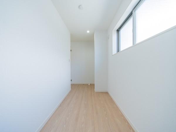 【その他内観】3.6帖の便利な家事室付の住まいです