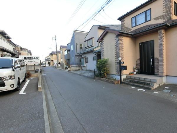 【前面道路含む現地写真】便利な施設が充実の暮らしやすい住環境