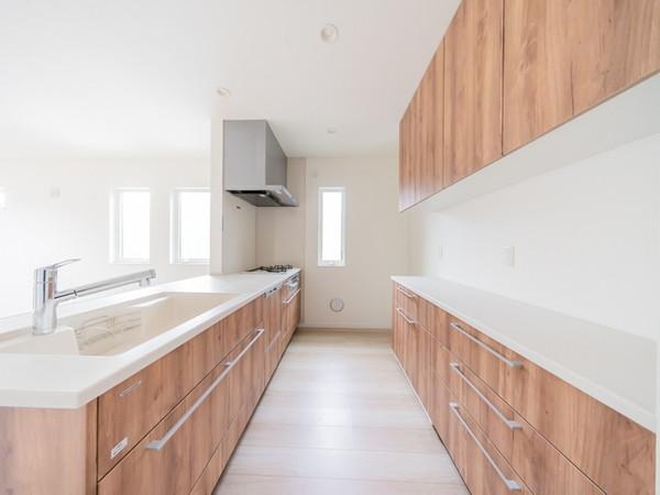 【キッチン】リビングを見渡せる対面式キッチンです