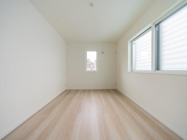【洋室】2面採光の為、風通し良好で快適な洋室です