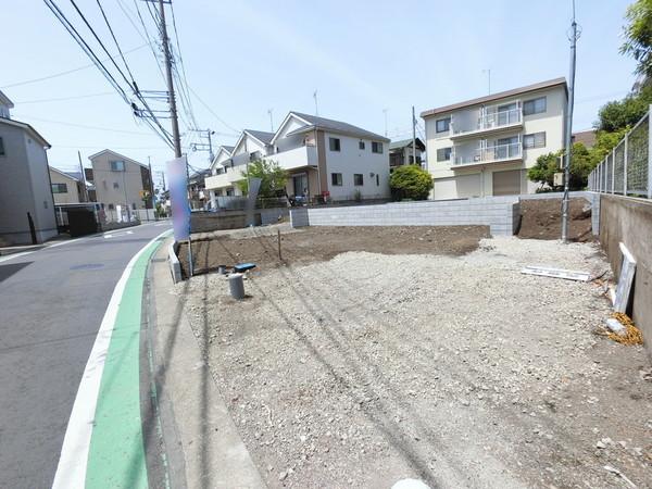 【前面道路含む現地写真】現場近くで同仕様物件を見学できます