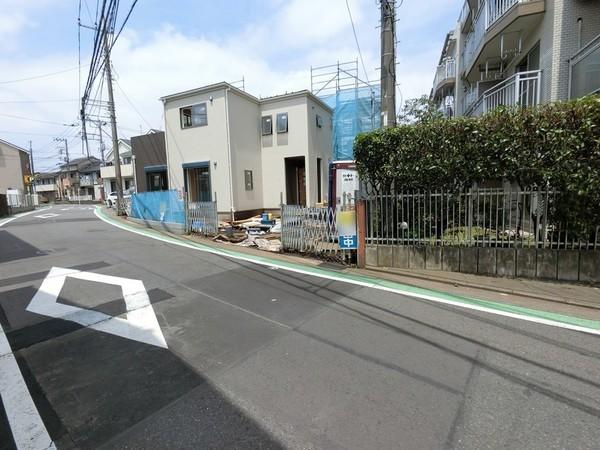 【前面道路含む現地写真】快適に過ごせる設備が充実した住まいです