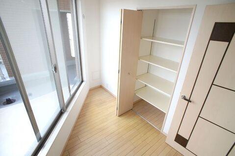 【洋室】サービスルーム