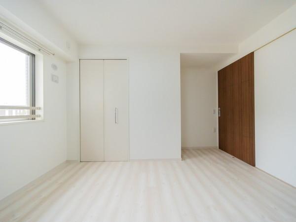 【洋室】明るく心地よく過ごせる空間です