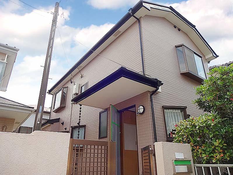 作為略微高起的山岡的打扮的住宅