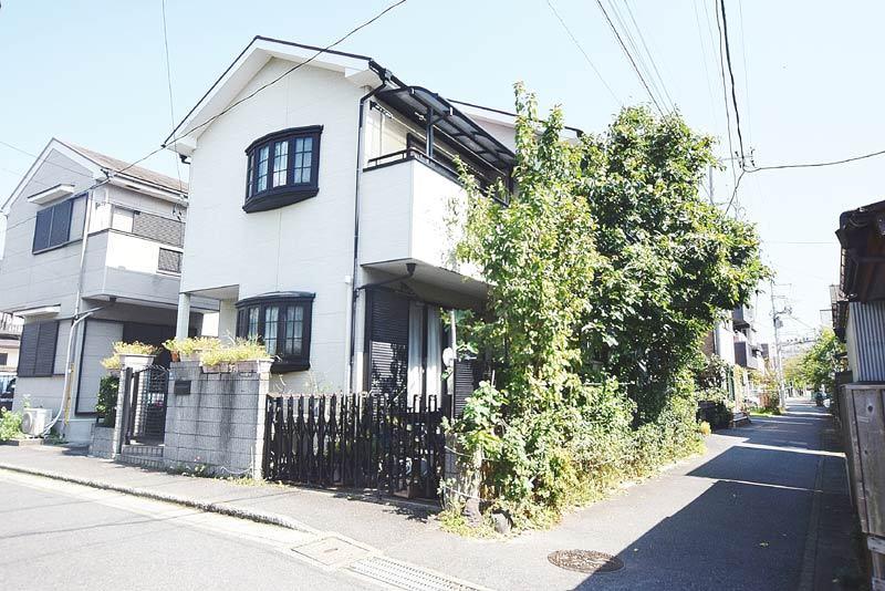 JR大船駅から徒歩4分の2階建。...