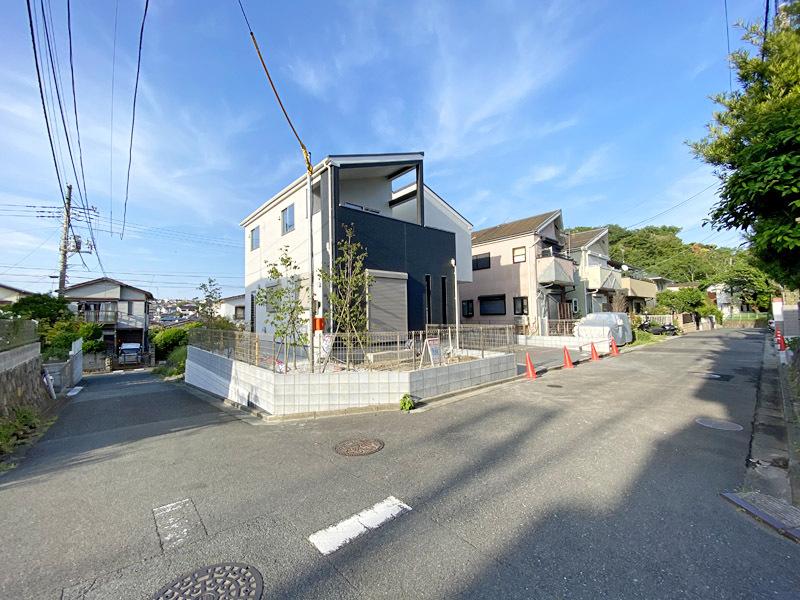 西鎌倉駅歩9分!52坪の南西角地...