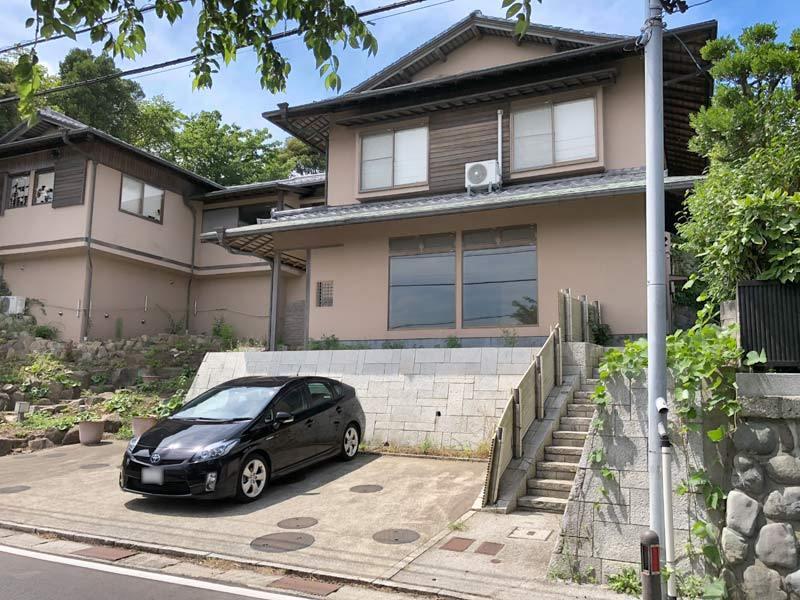 鎌倉山の日当り良好な店舗付き住宅...