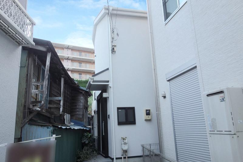 上大岡駅徒歩12分、H23年築3...