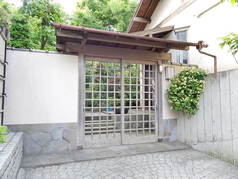 鵠沼の雰囲気残る鵠沼松が岡の邸宅...