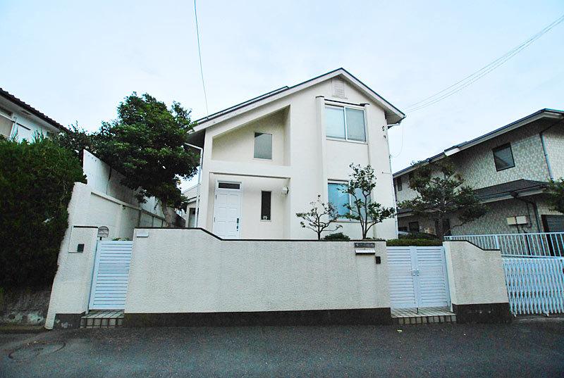 To Yuigahama Beach Coast a 3-minute walk (approximately 24...