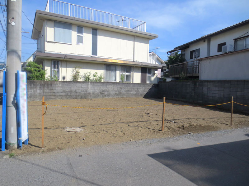 The Tsujido Station sea side, good location, corner of a 5-minute walk...