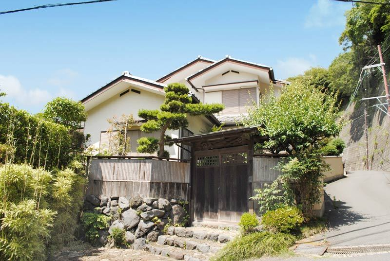 ritsu of hill approximately 25 minutes on foot from JR Kamakura Station...