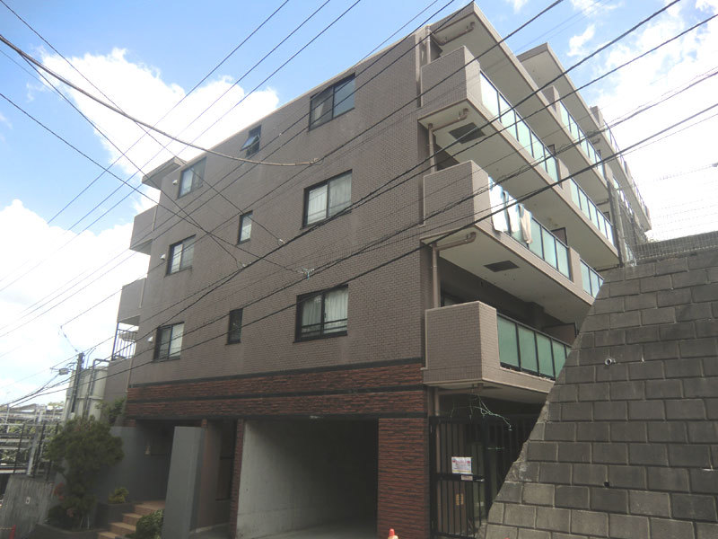 BIC station wagon Tozuka second building