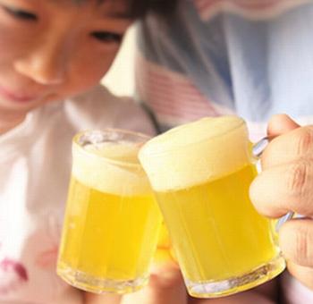 お父さんと乾杯!? ビールにそっくりなゼリー