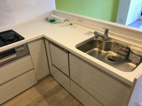 L字型の対面キッチン。食洗器付で家事の効率がアップします!