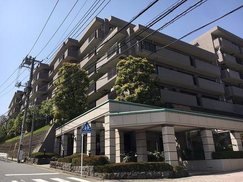 横浜市営地下鉄「上永谷」駅徒歩13分。全273戸のビッグコミュニティ