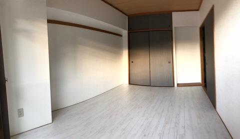洋室6帖(バルコニー側から撮影)