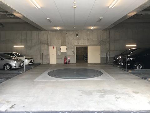 駐車場(機械式)も1台分無償で利用可能です
