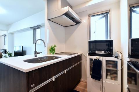 使い勝手の良いキッチンの横には窓があるので換気がしやすいです!