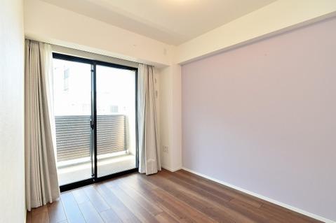 ナチュラルカラーのフローリングなので、どんな家具を置いても相性が良いです。
