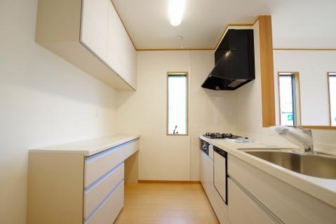 自然光が入る窓のあるキッチン