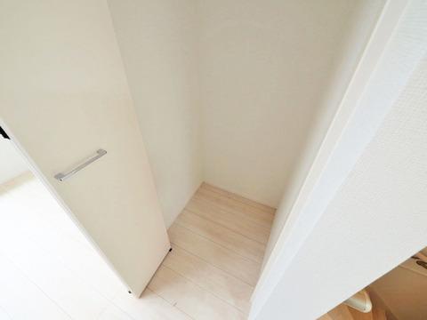 キッチン横 収納スペース