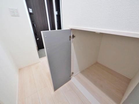 階段下 収納スペース