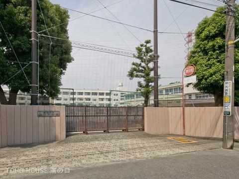横浜市立谷本中学校 距離850m