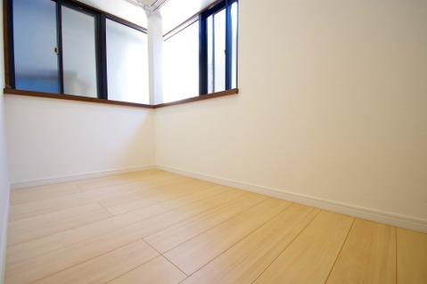 2階に出窓付きのフリースペースあり