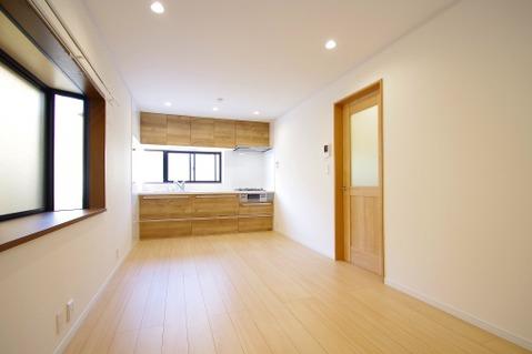 形のきれいなリビングは、お好きな家具を置0いて自分好みの空間に