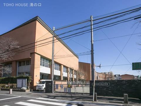 世田谷区立烏山中学校 距離1300m