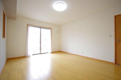 広々約10帖のお部屋は、インテリアを考える楽しみもありますね